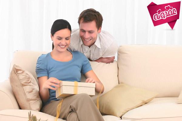 تاثیرهدیه دادنبه همسر در زندگی